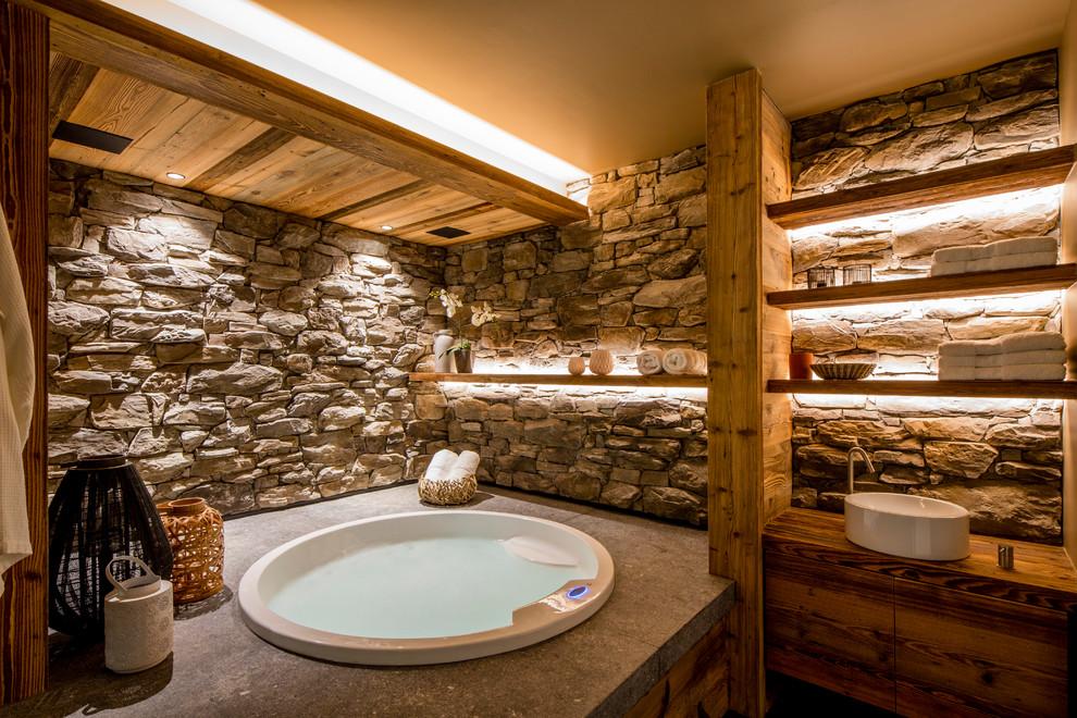Modelo de cuarto de baño rural con jacuzzi