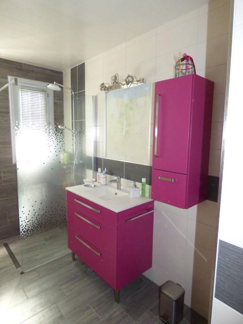 Cr ation de meubles de salle de bain moderne salle de for Plan salle de bain douche