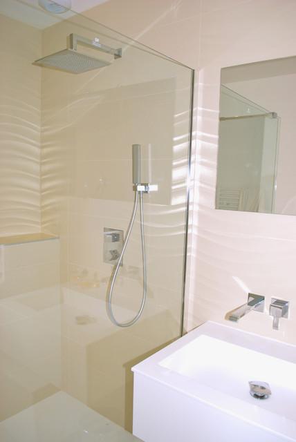 D coration d 39 une maison neuve contemporain salle de - Bain douche nancy ...