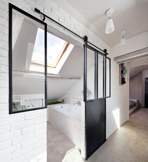 Habiter sous les toits contemporain salle de bain for Salle de bain sous les toits