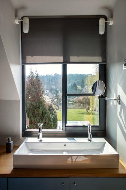 Jolie salle de bain d\'une Maison VAG - Moderne - Salle de ...
