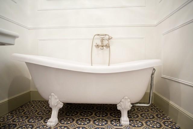 la belle poque flat in madrid baignoire contemporain. Black Bedroom Furniture Sets. Home Design Ideas