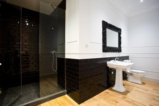 La belle poque flat in madrid salle de bains black for Salle de bain belle epoque