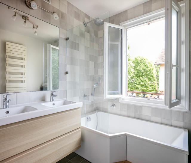 Maison 92 contemporary bathroom paris by amos for Carrelage salle de bain couleur taupe