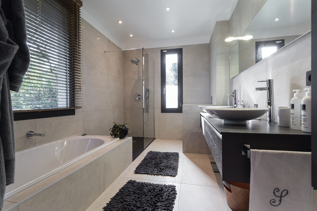 Maison d 39 architecte contemporain salle de bain nice for Salle de bains design photos