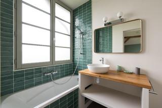 Salle de bain campagne avec un carrelage vert : Photos et ...