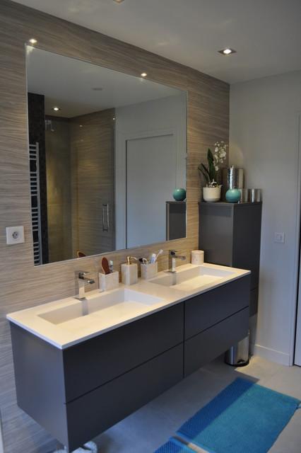 Maison familiale contemporaine - Salle de bains - Modern ...