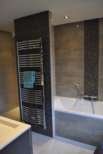 Maison familiale contemporaine - Salle de bains