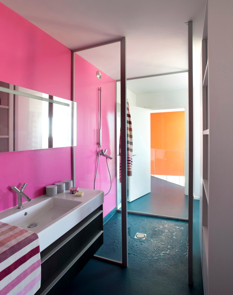 Walk-in shower - mid-sized contemporary 3/4 blue floor walk-in shower idea in Paris with pink walls and an integrated sink