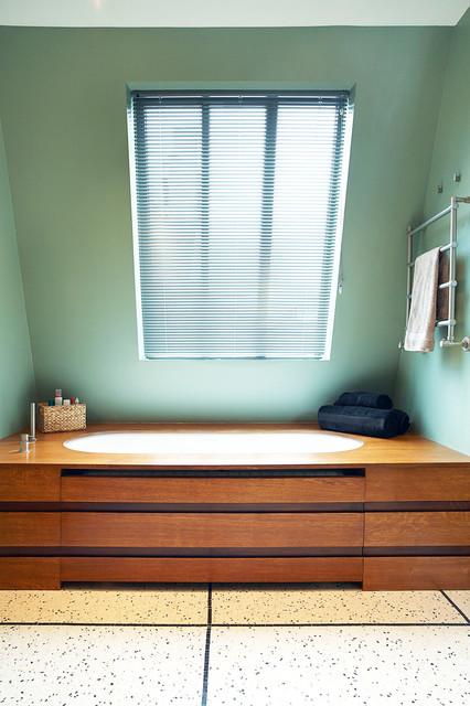reaumur contemporain salle de bain paris par. Black Bedroom Furniture Sets. Home Design Ideas