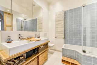 Salle de bain avec une baignoire d\'angle : Photos et idées ...
