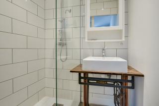 Salle de bain moderne avec une douche à l\'italienne : Photos ...