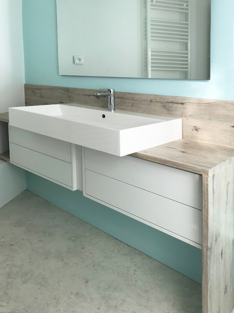 Elegant Small Trendy Master Linoleum Floor And Gray Floor Freestanding Bathtub  Photo In Lille With White Cabinets
