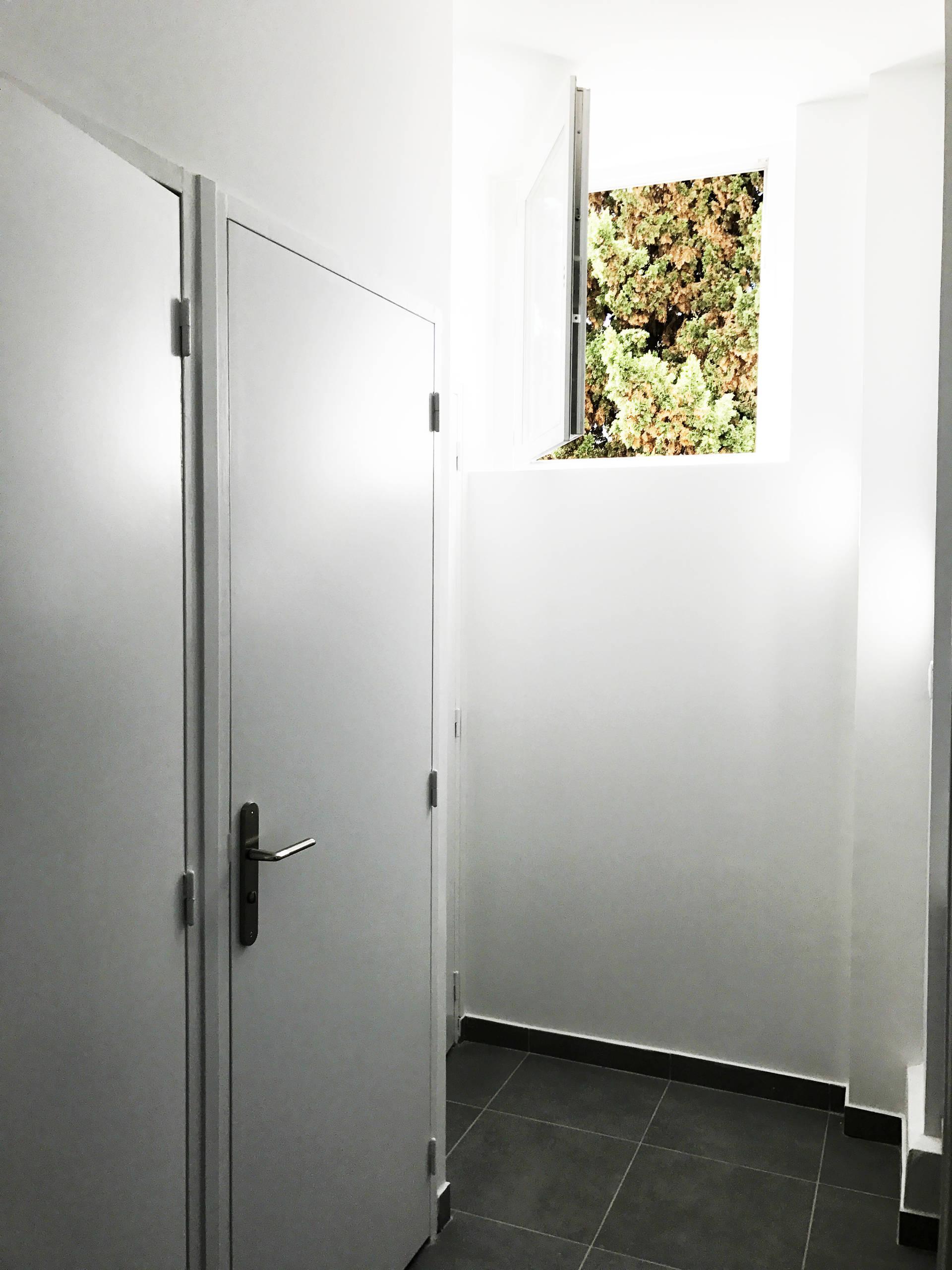 Rénovation de sanitaires et mise aux normes PMR dans une immeuble de bureaux