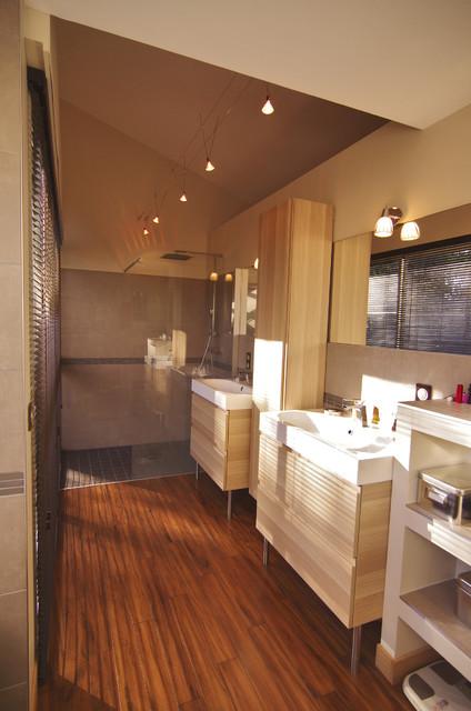 r novation r am nagement et d coration d 39 une maison des ann e 90 contemporain salle de bain. Black Bedroom Furniture Sets. Home Design Ideas