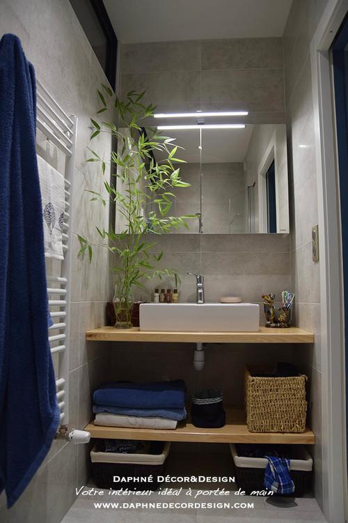 Une salle de bain d su te remise au go t du jour - Panneau stratifie salle de bain ...