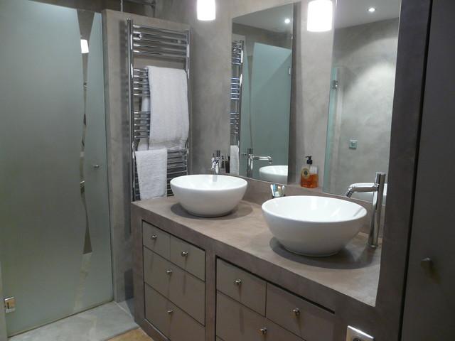 Salle de bain b ton cir contemporain salle de bain for Salle de bain carrelage gris beton