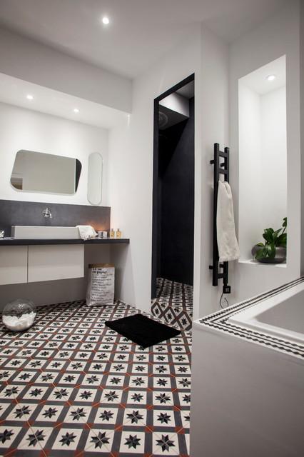 Salle de bain contemporaine dans un appartement à AIX-EN ...