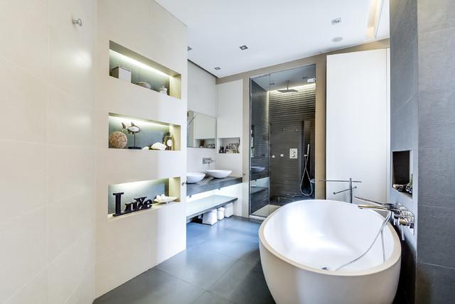 Salle de bain de luxe dans un appartement parisien for Salle bain de luxe