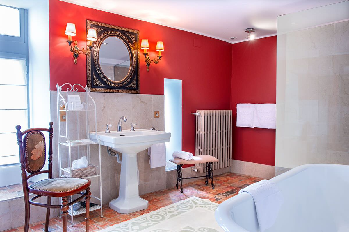 75 Beautiful Marble Tile Bathroom With Red Walls Pictures Ideas December 2020 Houzz