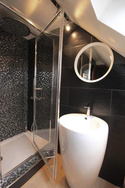 Salle de bain sous combles - Minimalistisch - Badezimmer ...