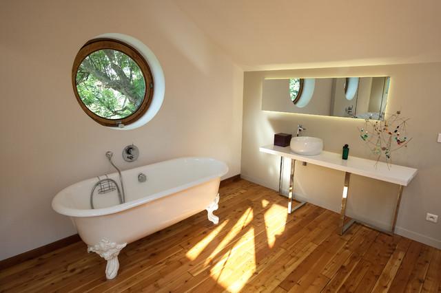 Salle de bain sous les toits contemporary bathroom - Salle de bain sous les toits ...