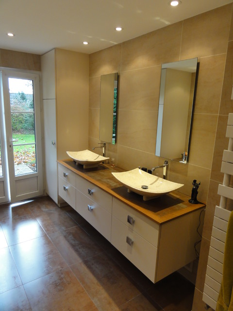 Salle de bain spacieuse avec douche à l\'italienne ...