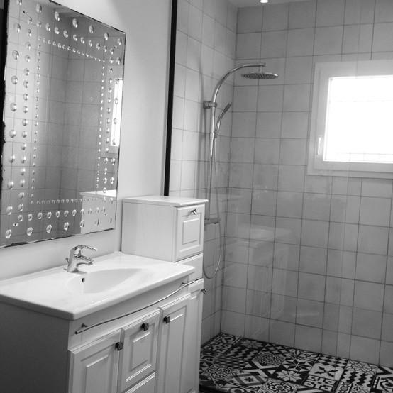 Salle de bain style r tro carrelage carocim aix en - Carrelage salle de bain vintage ...
