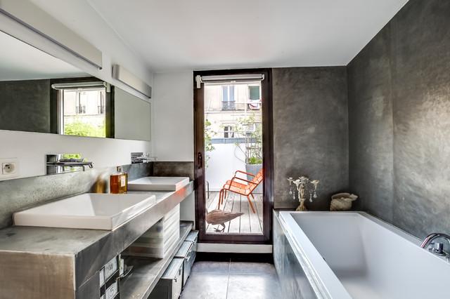 Salle de bain sur les toits de paris contemporary - Salle de bain sous les toits ...