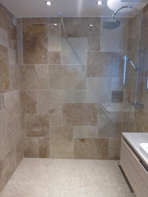 salle de bains en opus de travertin