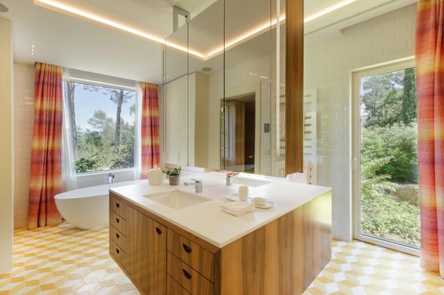 Seventies house - Retro - Bathroom - Nice - by D&K Interiors ...