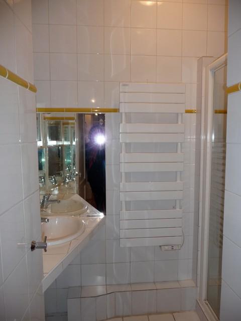Un pied terre parisien remis au go t du jour for Salle de bain du futur