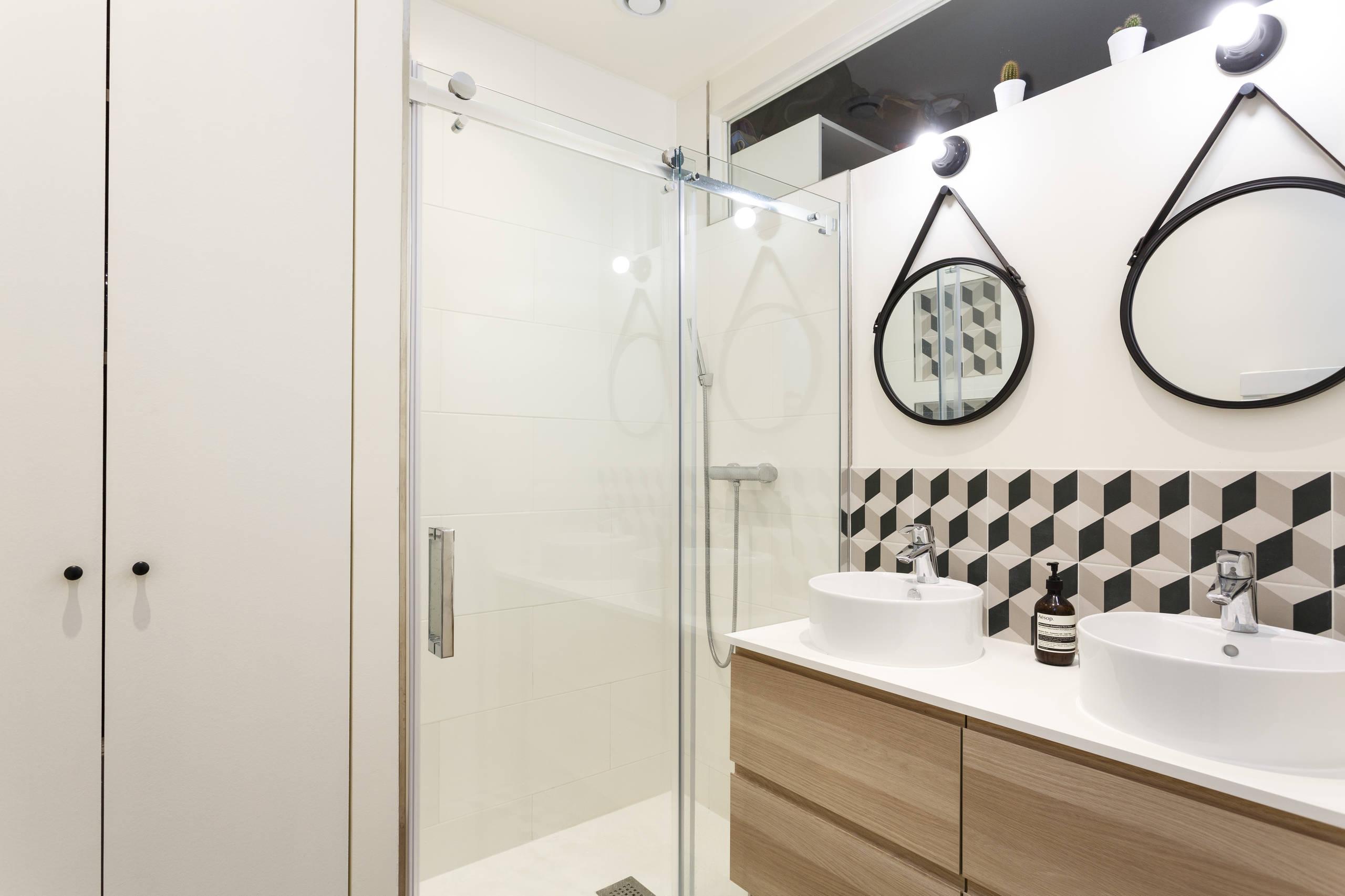 Une nouvelle salle de bain contemporaine