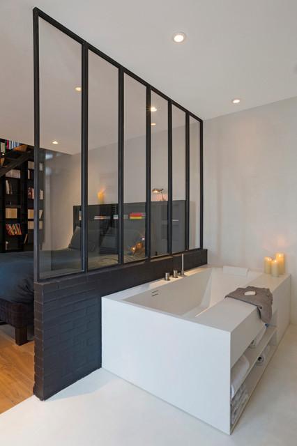 une salle de bains zen et design contemporain salle de bain paris par chantal lombard. Black Bedroom Furniture Sets. Home Design Ideas