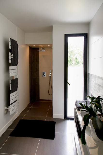 v vannes. Black Bedroom Furniture Sets. Home Design Ideas