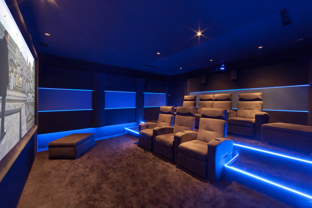 salle de cinema priv avec fauteuils lectriques. Black Bedroom Furniture Sets. Home Design Ideas
