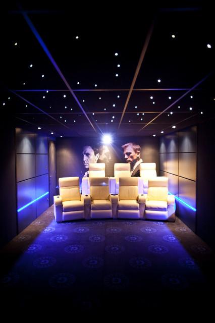 Salle de cinéma privée sur le thème de James Bond ! - Modern ...