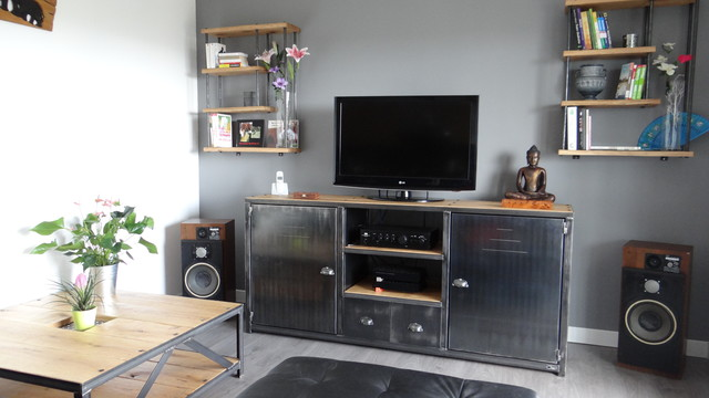 appartement au style industriel bois et m tal. Black Bedroom Furniture Sets. Home Design Ideas