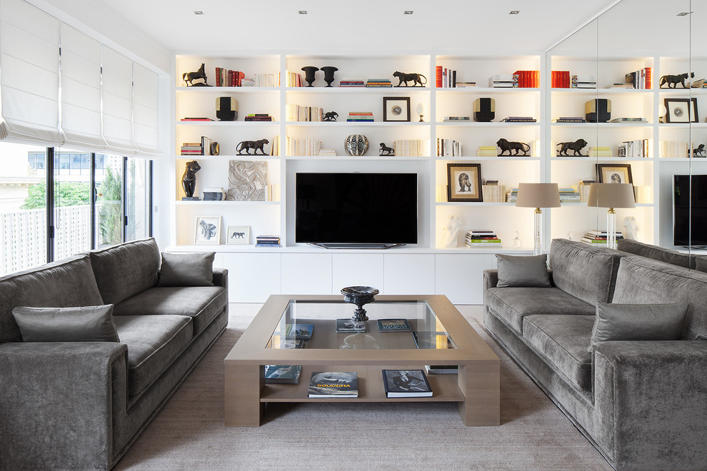 Inspiration for a contemporary family room remodel in Paris with white walls and a tv stand
