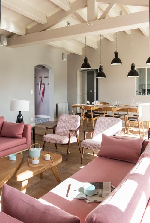 【Houzz】ソファで考える、大人っぽくハイセンスなピンクの使い方 8番目の画像