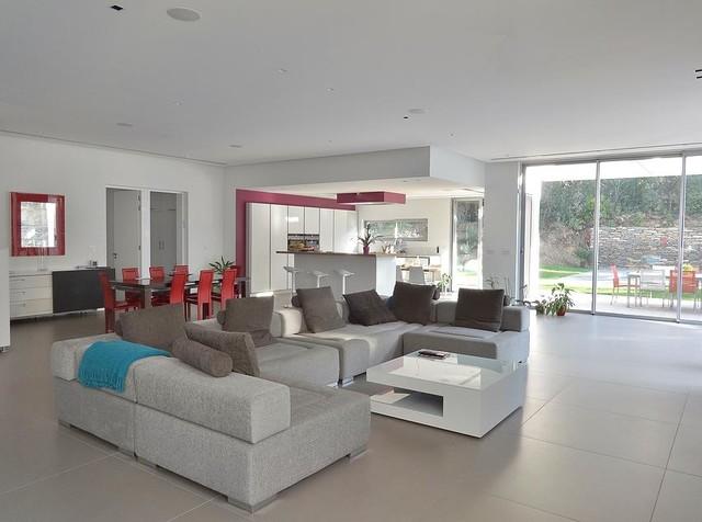 d coration d 39 une maison contemporaine contemporain salle de s jour marseille par sarah. Black Bedroom Furniture Sets. Home Design Ideas