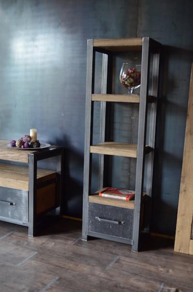 Étagère bois vieilli acier de style industriel