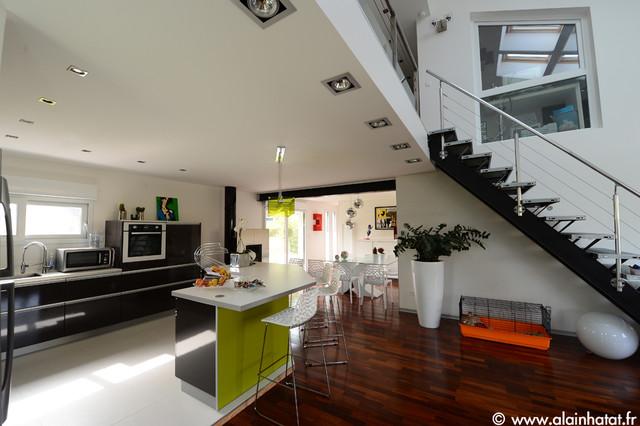 Extérieur et intérieur de maison moderne - Contemporary - Family