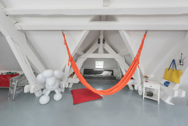 Inspiration for a large contemporary concrete floor game room remodel in Lyon with white walls, no fireplace and no tv