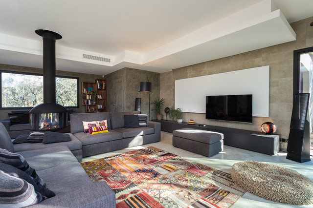 Photo Of A Modern Family Room In Nice.