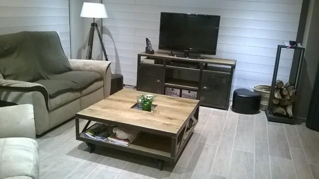 Salon au style industriel bois métal - Industriel - Salle de ...
