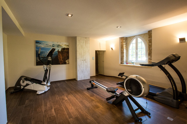 La Salle De Fitness Au Sous Sol Du Chateau Country Home Gym