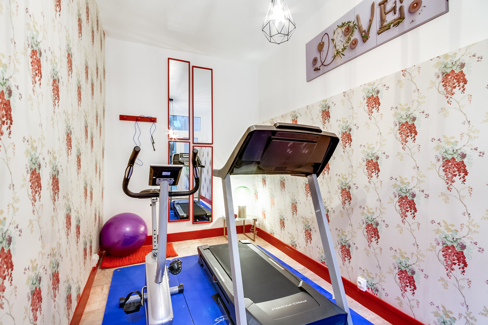 Inspiration for a small transitional home gym remodel in Paris with multicolored walls
