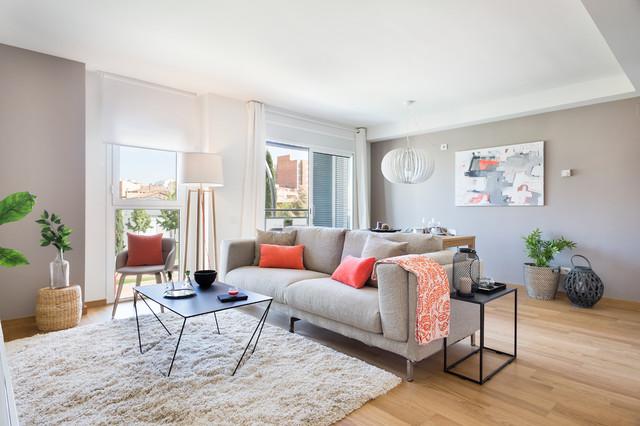 Ejemplo de salón abierto, nórdico, de tamaño medio, sin chimenea, con paredes beige y suelo de madera en tonos medios