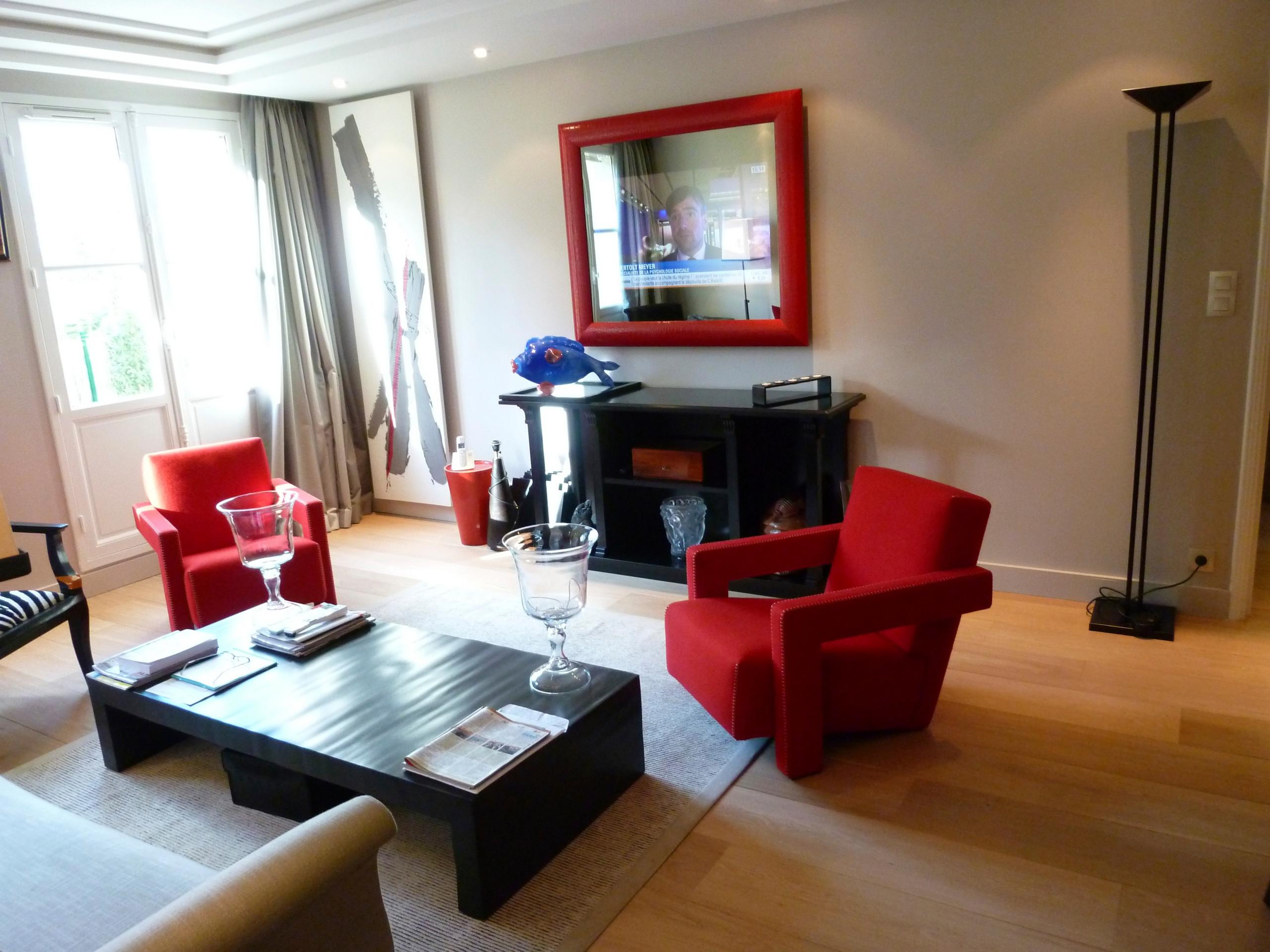 Appartement en rouge et noir